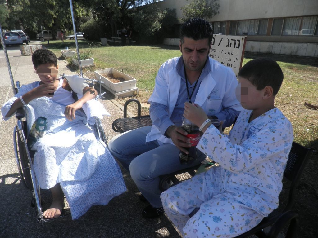 GIVING-MEDICAL-CARE-TO-SYRIAN-CASUALTIES-IN-ISRAEL-2